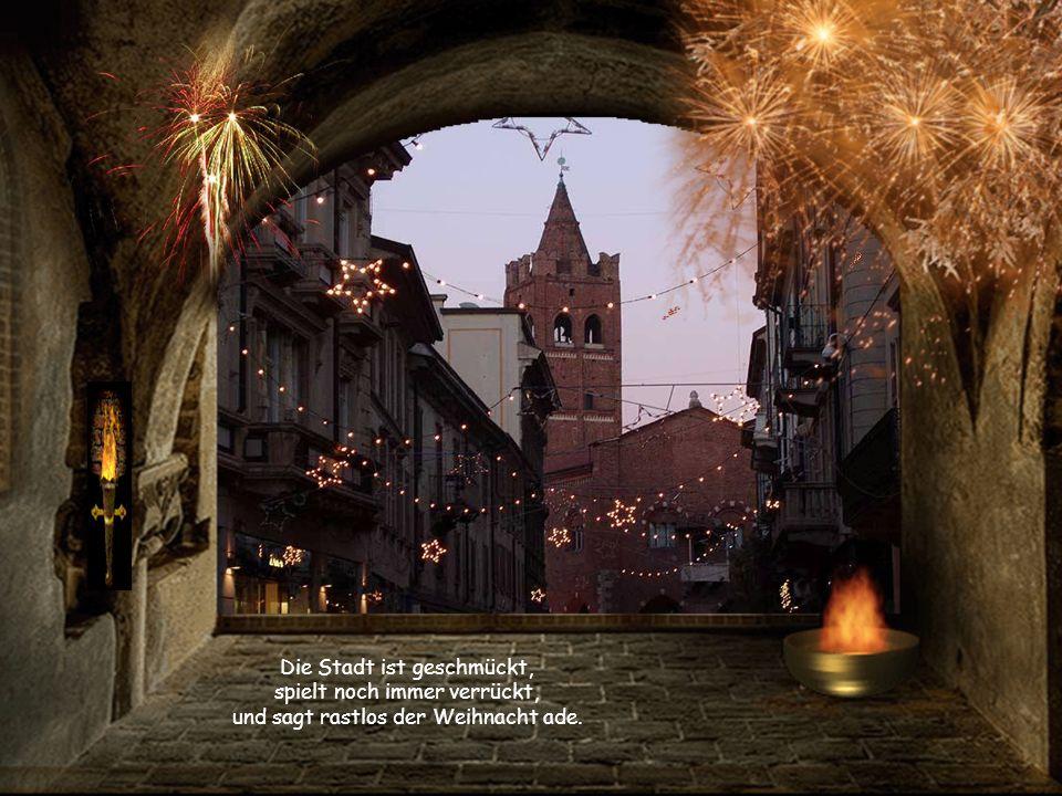 Die Stadt ist geschmückt, spielt noch immer verrückt, und sagt rastlos der Weihnacht ade.