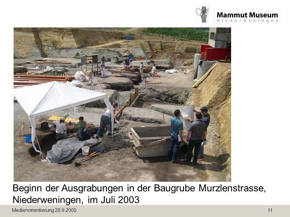 Beginn der Ausgrabungen in der Baugrube Murzlenstrasse, Niederweningen, im Juli 2003