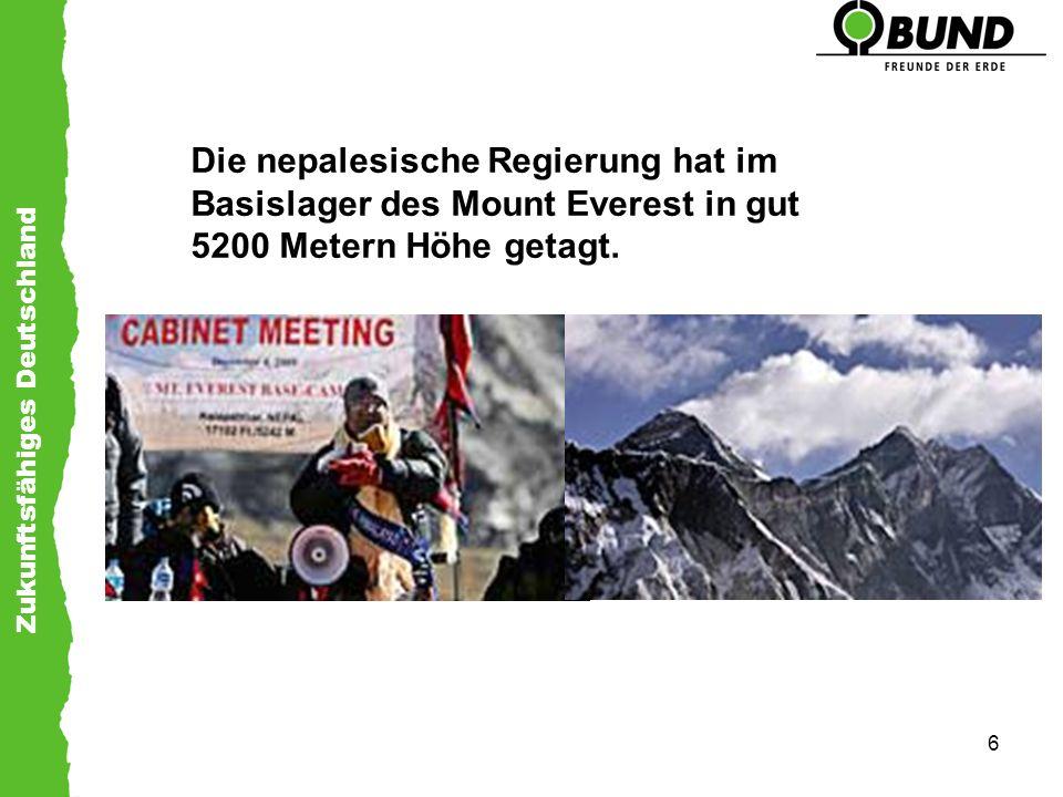 Die nepalesische Regierung hat im Basislager des Mount Everest in gut 5200 Metern Höhe getagt.