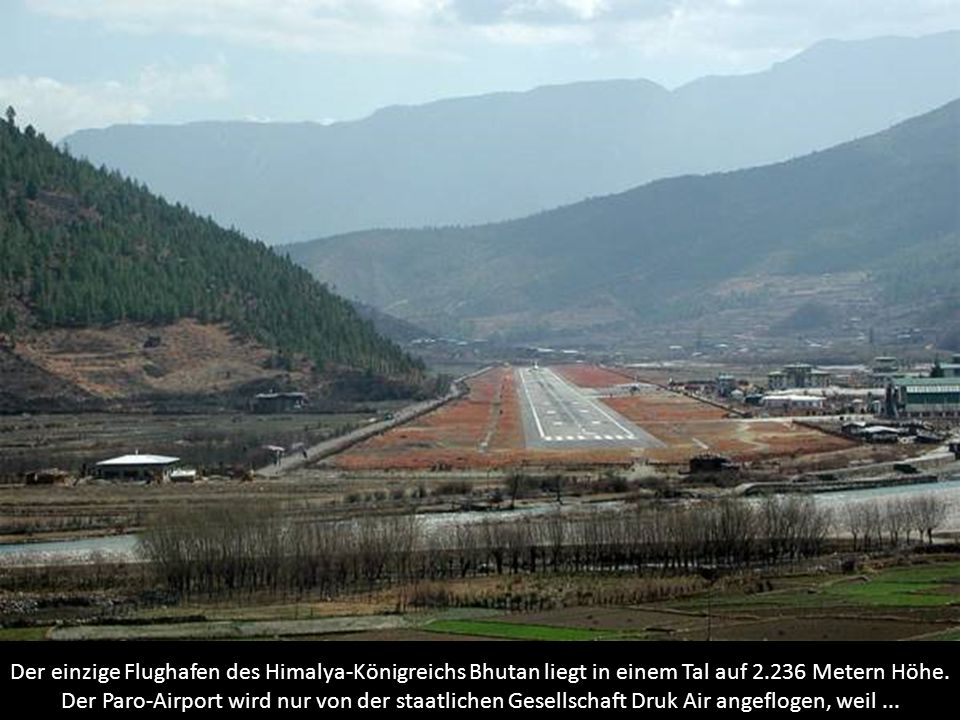Der einzige Flughafen des Himalya-Königreichs Bhutan liegt in einem Tal auf 2.236 Metern Höhe.