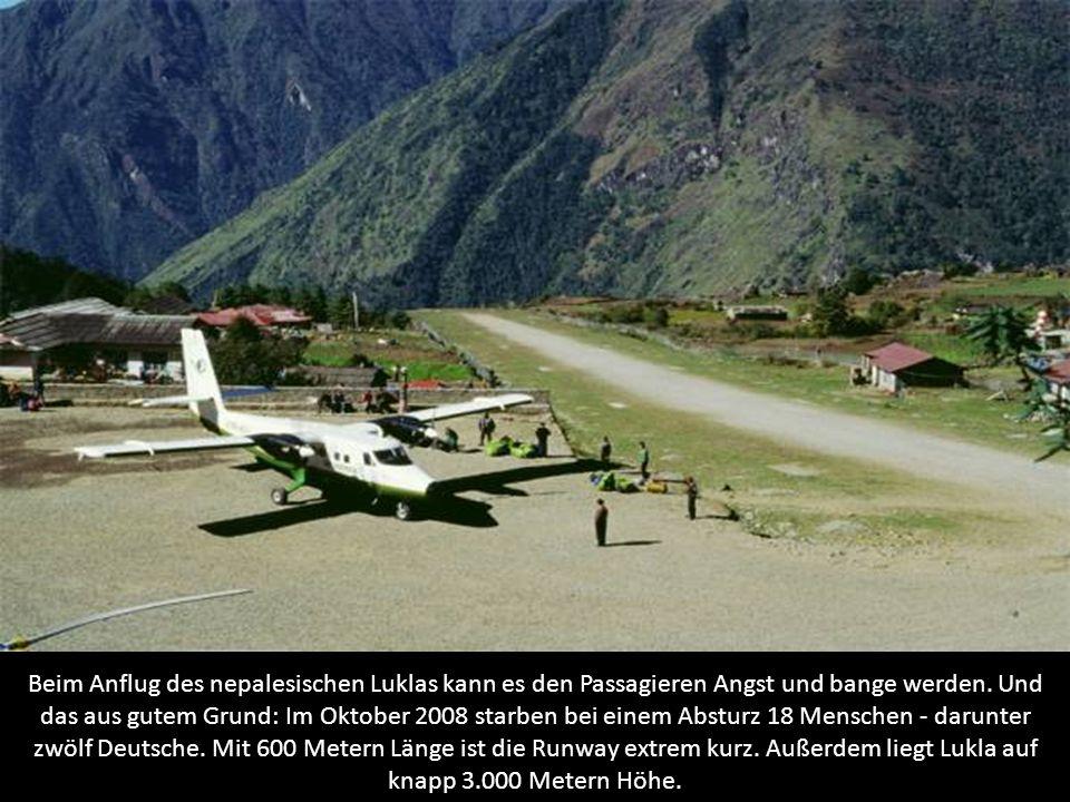 Beim Anflug des nepalesischen Luklas kann es den Passagieren Angst und bange werden.