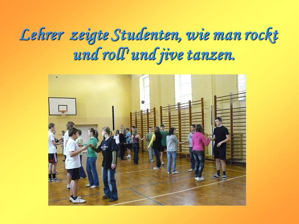 Lehrer zeigte Studenten, wie man rockt und roll und jive tanzen.