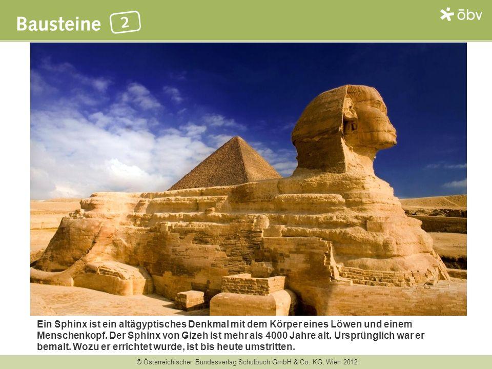 Ein Sphinx ist ein altägyptisches Denkmal mit dem Körper eines Löwen und einem Menschenkopf.
