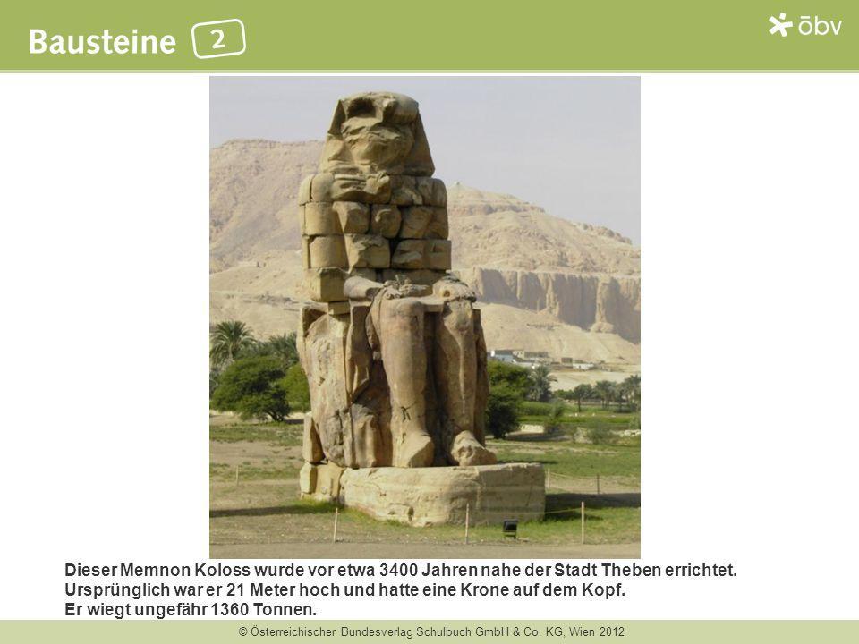 Dieser Memnon Koloss wurde vor etwa 3400 Jahren nahe der Stadt Theben errichtet. Ursprünglich war er 21 Meter hoch und hatte eine Krone auf dem Kopf.