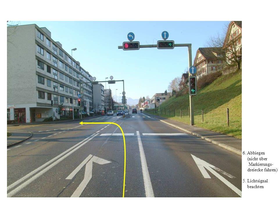6. Abbiegen (nicht über Markierungs- dreiecke fahren) 5. Lichtsignal beachten