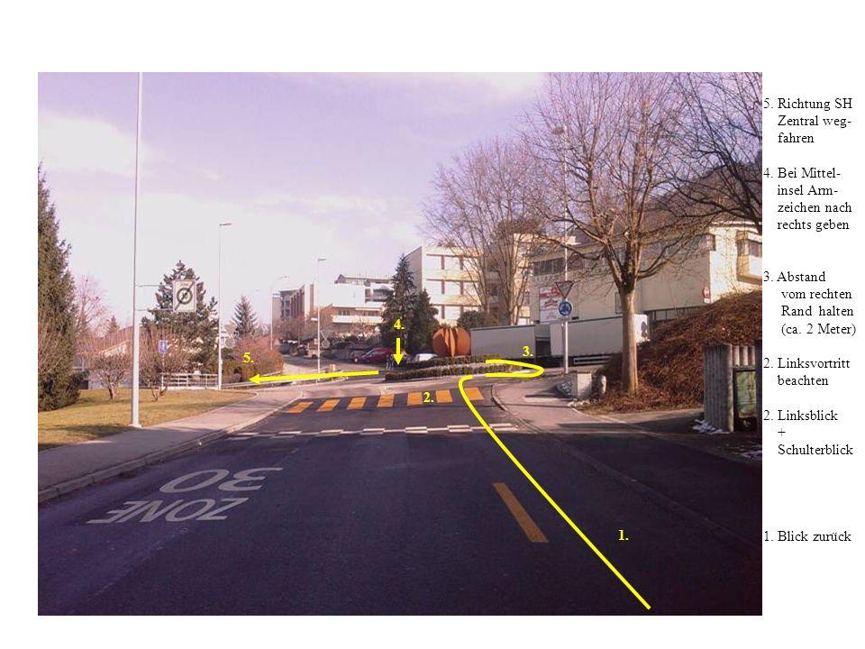 5. Richtung SH Zentral weg- fahren. 4. Bei Mittel- insel Arm- zeichen nach. rechts geben. 3. Abstand.