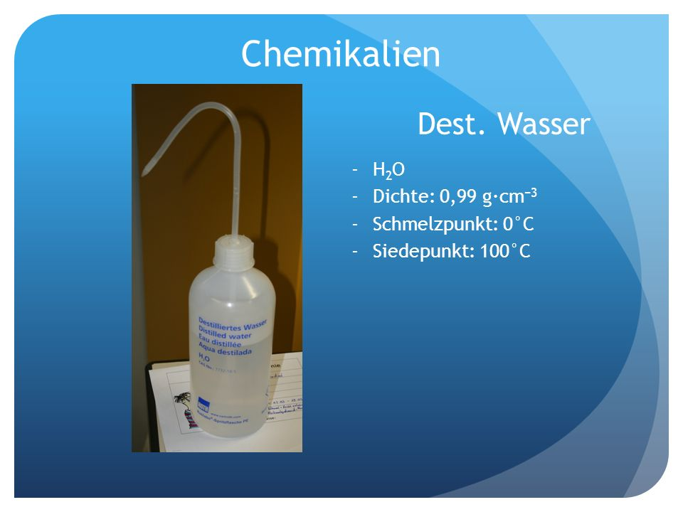 Chemikalien Dest. Wasser H2O Dichte: 0,99 g·cm−3 Schmelzpunkt: 0°C
