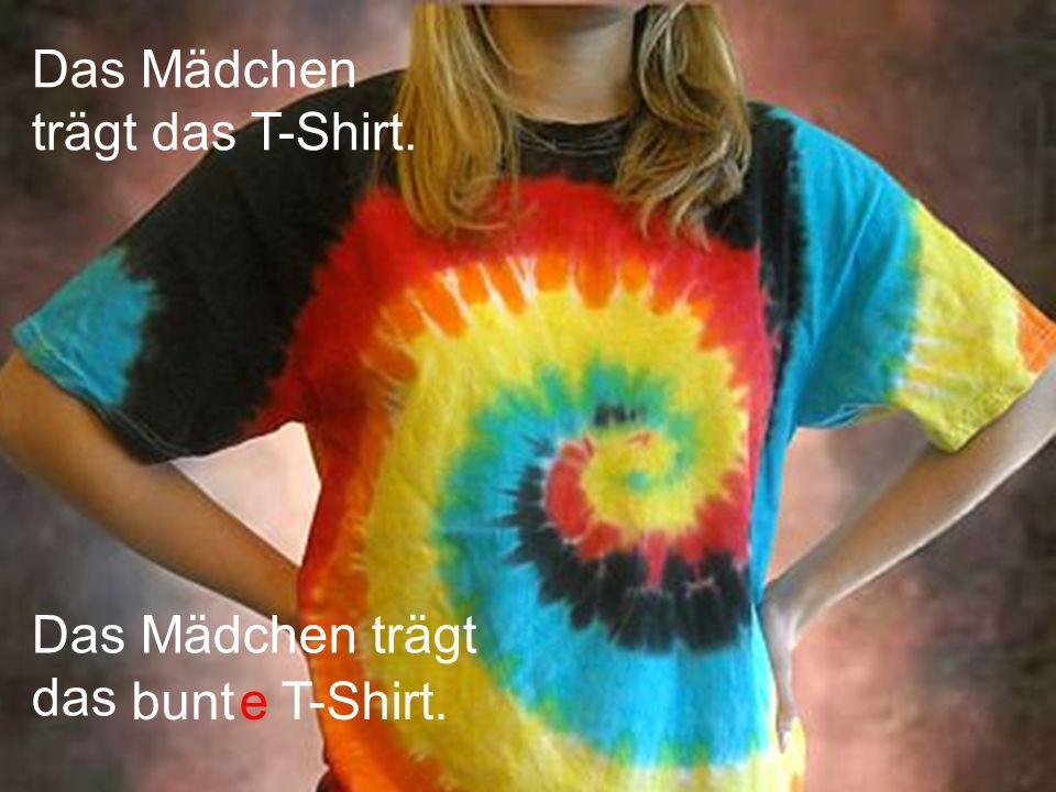 Das Mädchen trägt das T-Shirt.