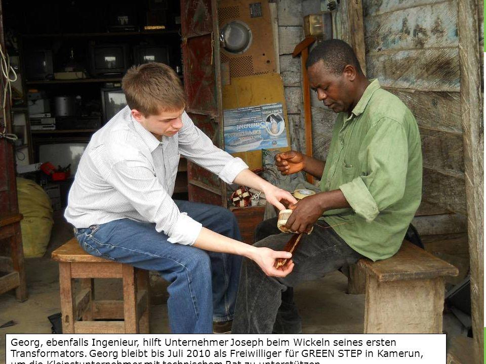 Georg, ebenfalls Ingenieur, hilft Unternehmer Joseph beim Wickeln seines ersten Transformators.