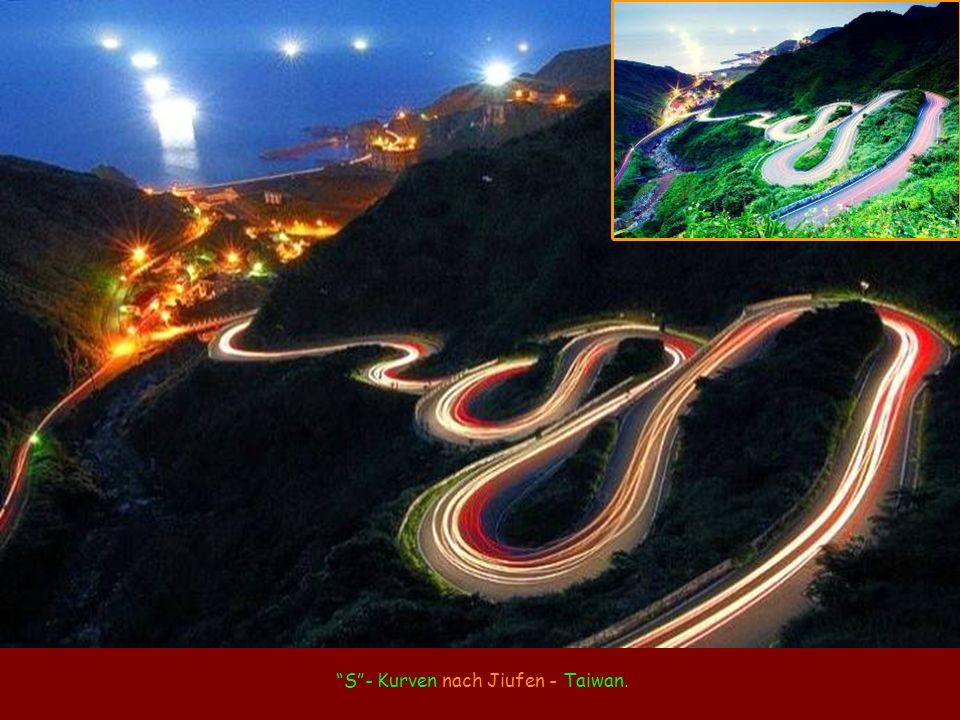 S - Kurven nach Jiufen - Taiwan.