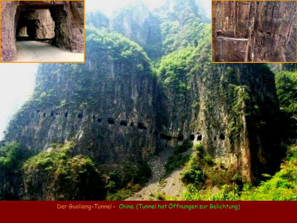 Der Guoliang-Tunnel - China. (Tunnel hat Öffnungen zur Belichtung)