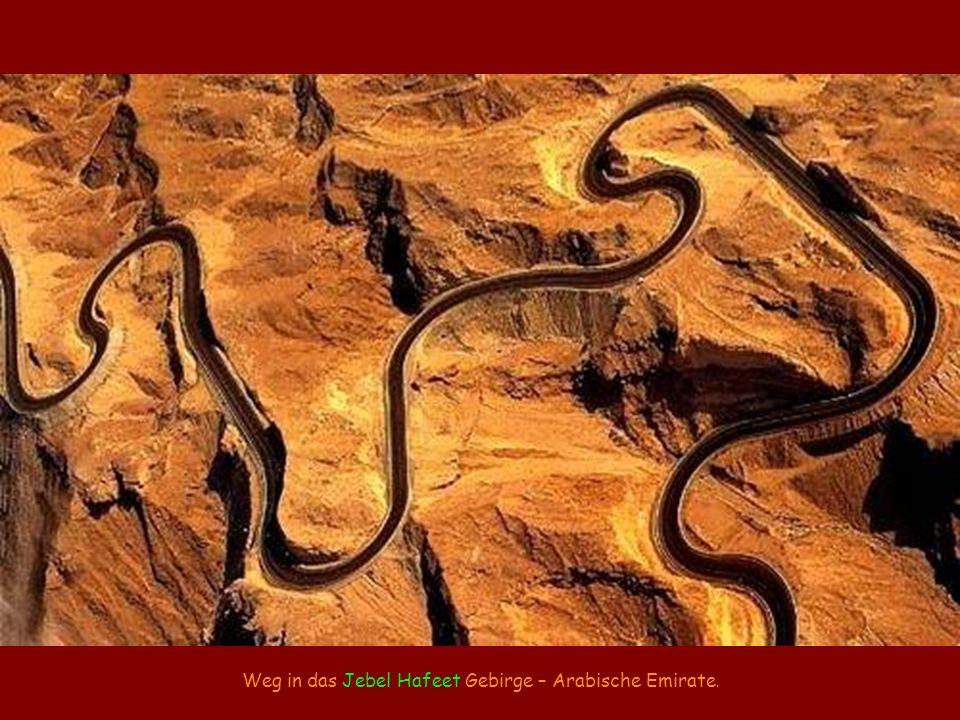 Weg in das Jebel Hafeet Gebirge – Arabische Emirate.