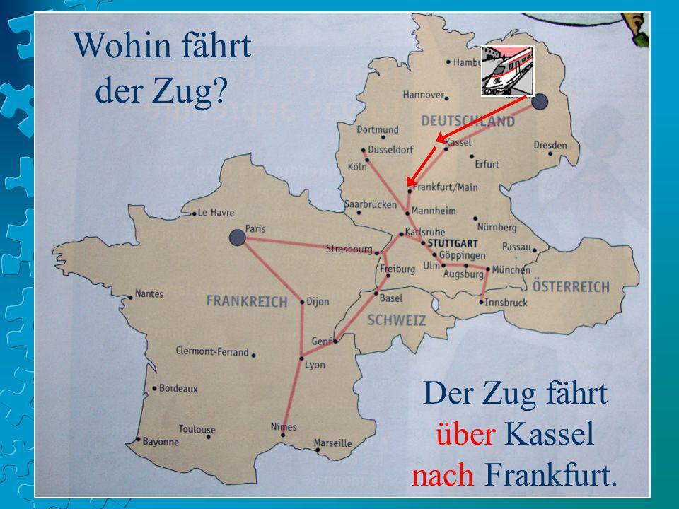 Der Zug fährt über Kassel nach Frankfurt.