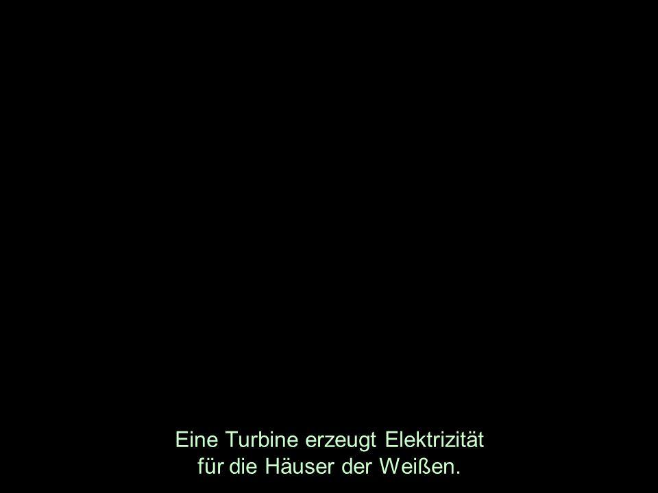 Eine Turbine erzeugt Elektrizität für die Häuser der Weißen.