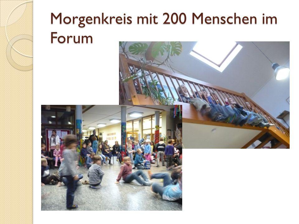 Morgenkreis mit 200 Menschen im Forum