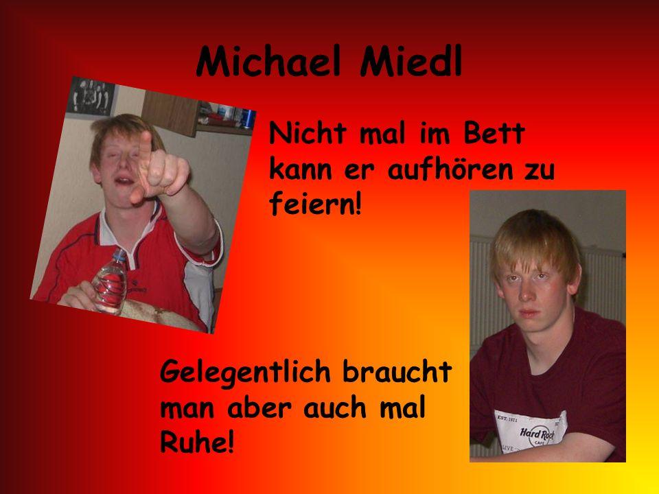 Michael Miedl Nicht mal im Bett kann er aufhören zu feiern!