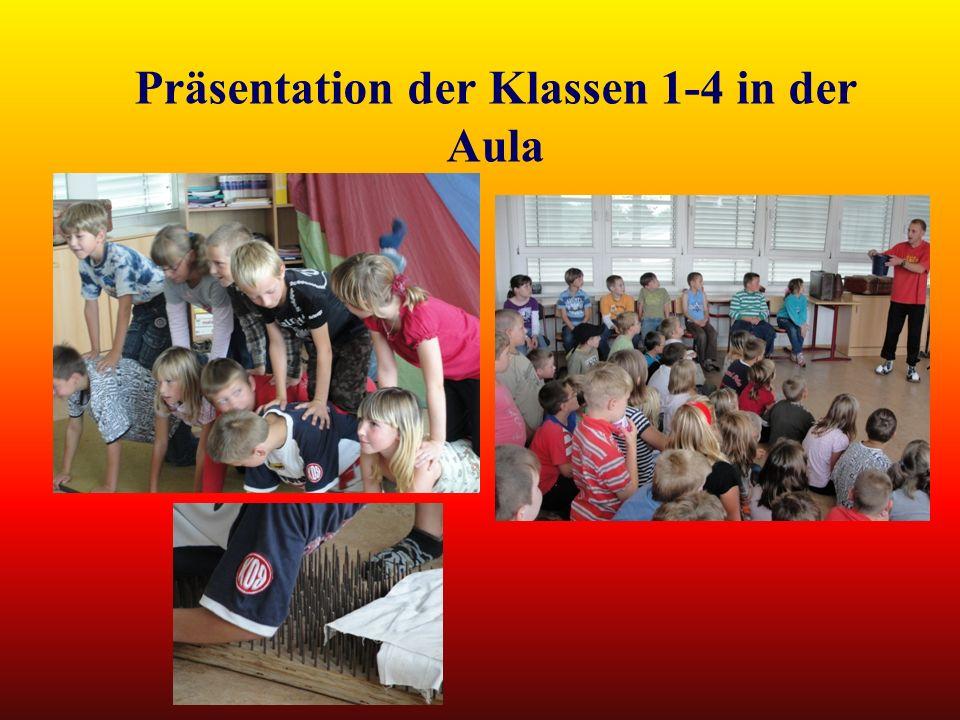 Präsentation der Klassen 1-4 in der Aula