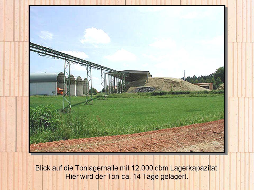 Blick auf die Tonlagerhalle mit 12. 000 cbm Lagerkapazität