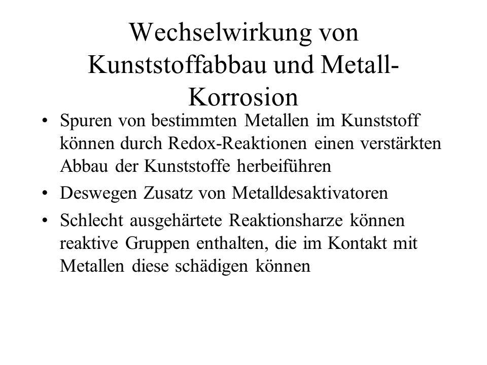 Wechselwirkung von Kunststoffabbau und Metall-Korrosion