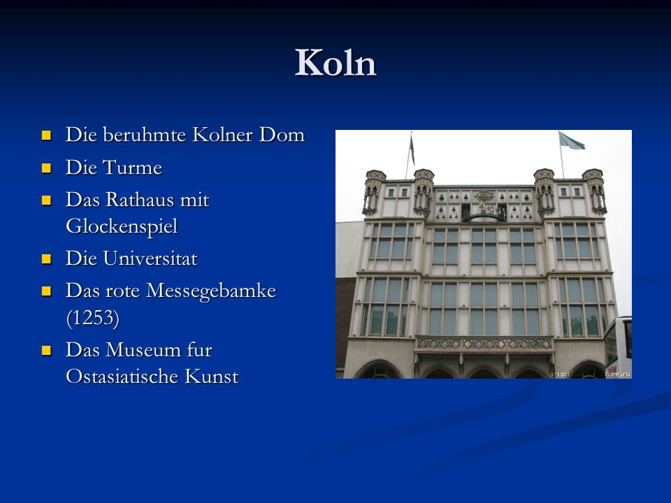 Koln Die beruhmte Kolner Dom Die Turme Das Rathaus mit Glockenspiel