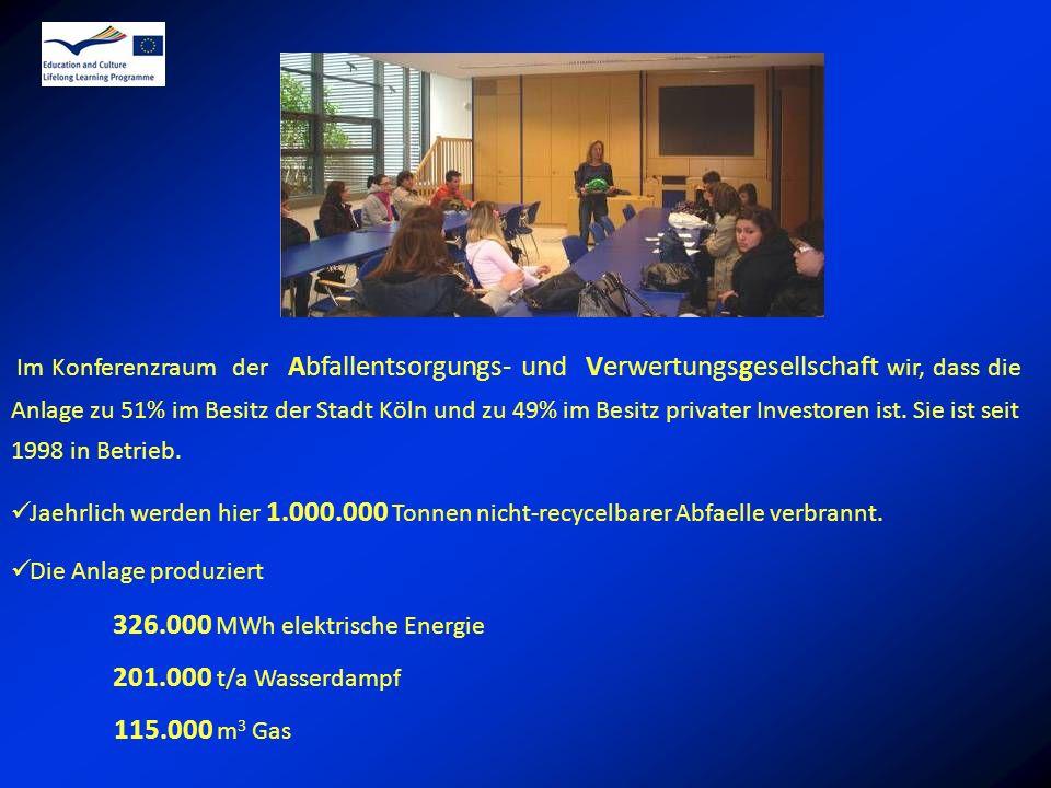 Im Konferenzraum der Abfallentsorgungs- und Verwertungsgesellschaft wir, dass die Anlage zu 51% im Besitz der Stadt Köln und zu 49% im Besitz privater Investoren ist. Sie ist seit 1998 in Betrieb.