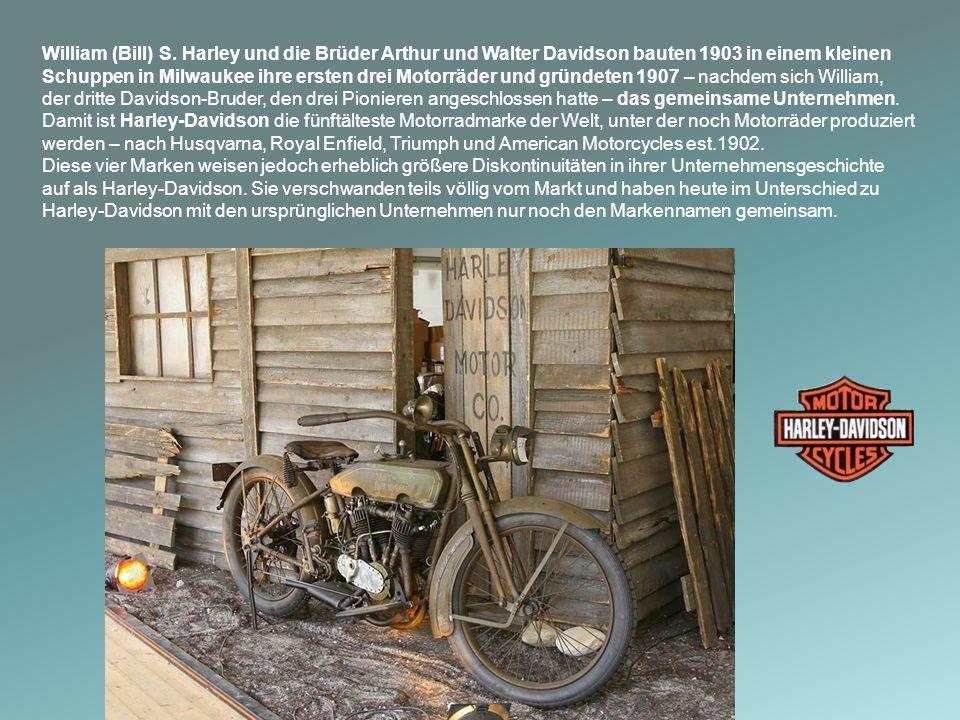 William (Bill) S. Harley und die Brüder Arthur und Walter Davidson bauten 1903 in einem kleinen