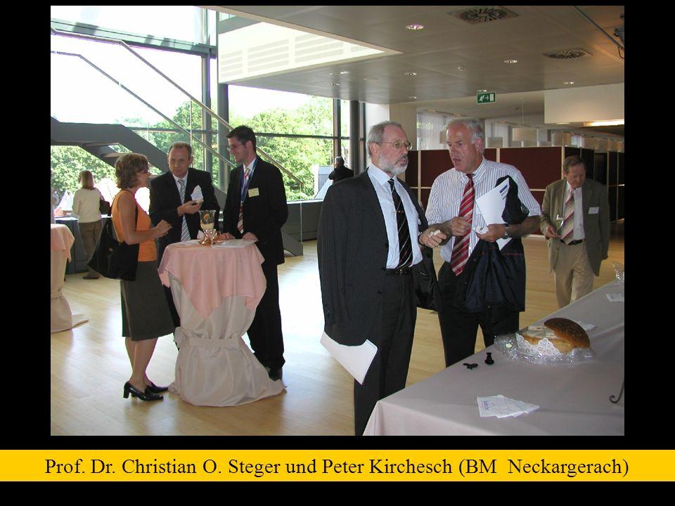Prof. Dr. Christian O. Steger und Peter Kirchesch (BM Neckargerach)