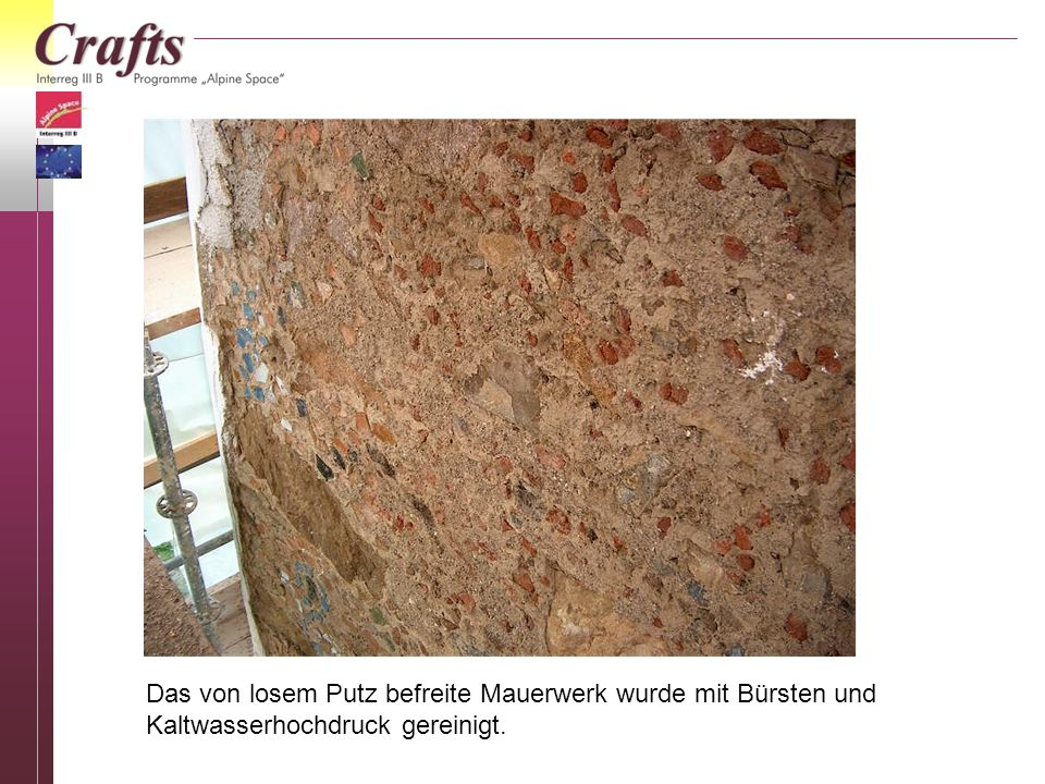 Das von losem Putz befreite Mauerwerk wurde mit Bürsten und Kaltwasserhochdruck gereinigt.