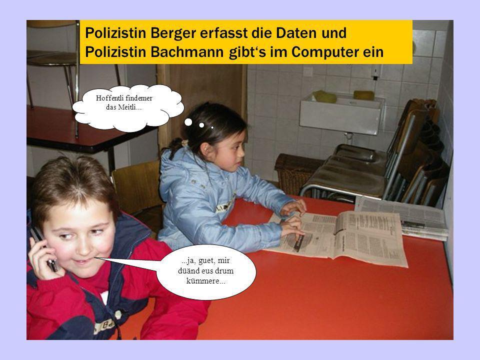 Polizistin Berger erfasst die Daten und Polizistin Bachmann gibt's im Computer ein