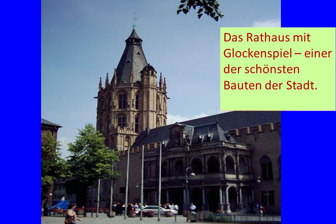 Das Rathaus mit Glockenspiel – einer der schönsten Bauten der Stadt.