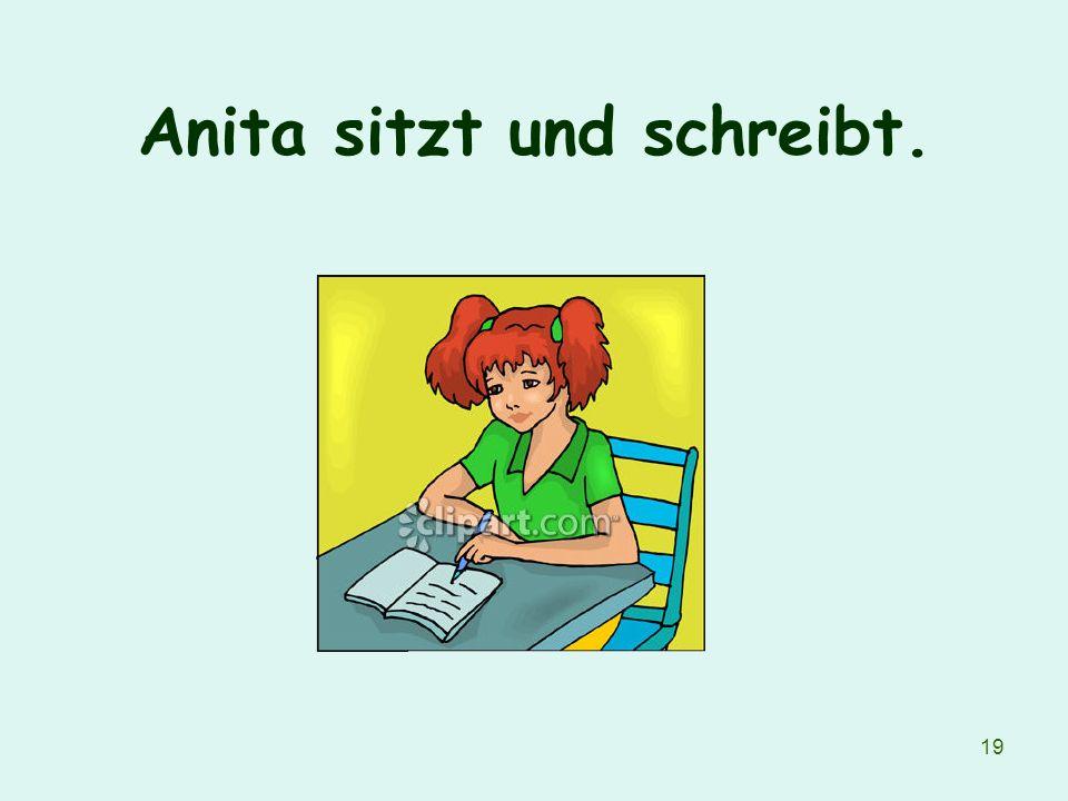 Anita sitzt und schreibt.