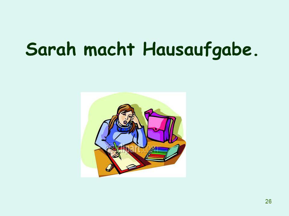 Sarah macht Hausaufgabe.
