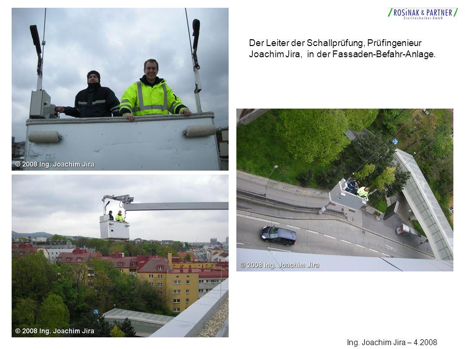 Der Leiter der Schallprüfung, Prüfingenieur Joachim Jira, in der Fassaden-Befahr-Anlage.