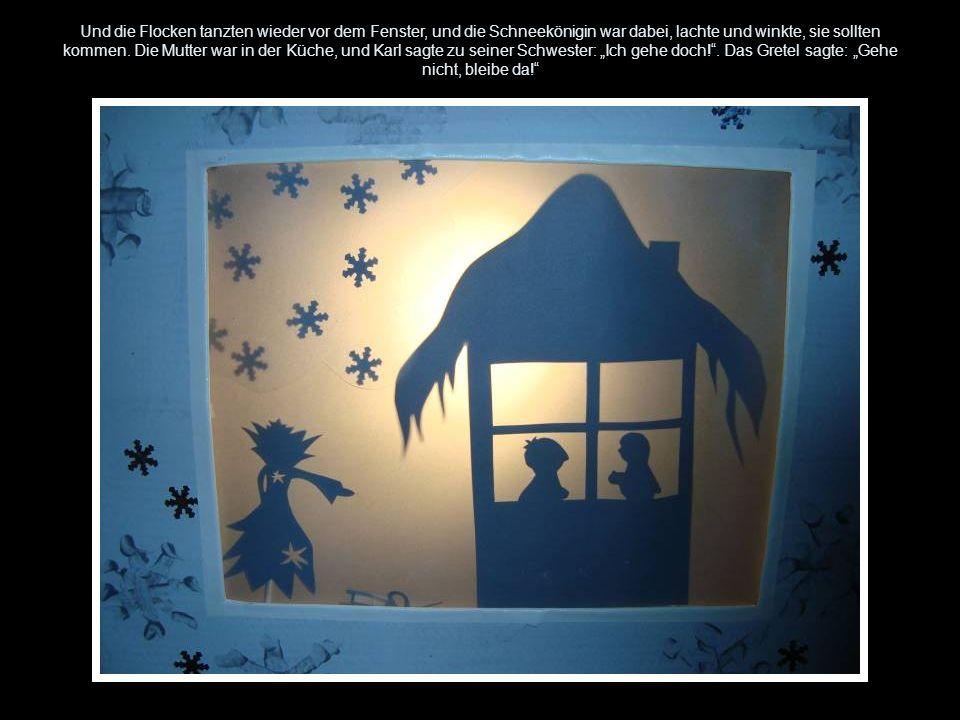 Und die Flocken tanzten wieder vor dem Fenster, und die Schneekönigin war dabei, lachte und winkte, sie sollten kommen.