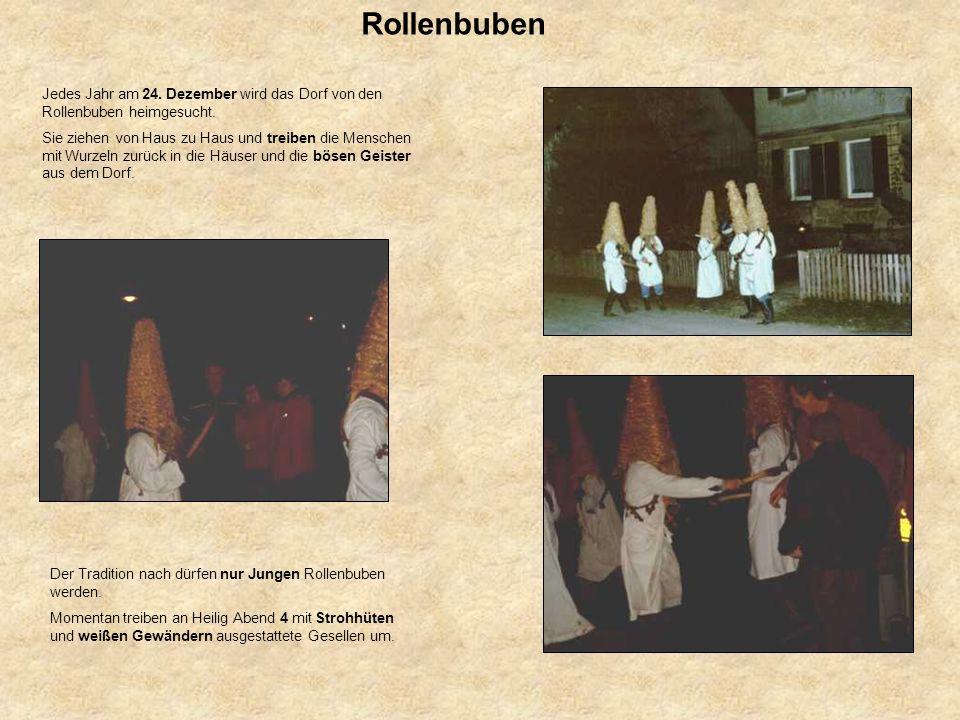 Rollenbuben Jedes Jahr am 24. Dezember wird das Dorf von den Rollenbuben heimgesucht.