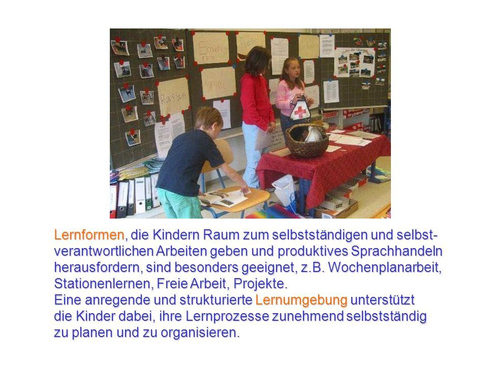 Lernformen, die Kindern Raum zum selbstständigen und selbst-verantwortlichen Arbeiten geben und produktives Sprachhandeln herausfordern, sind besonders geeignet, z.B. Wochenplanarbeit, Stationenlernen, Freie Arbeit, Projekte.