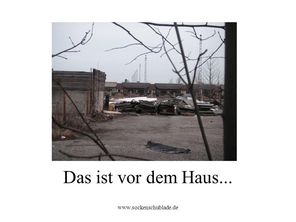 Das ist vor dem Haus... www.sockenschublade.de