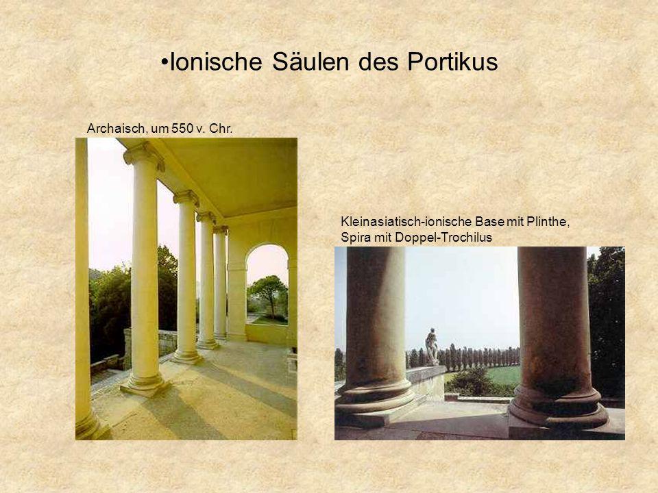 Ionische Säulen des Portikus