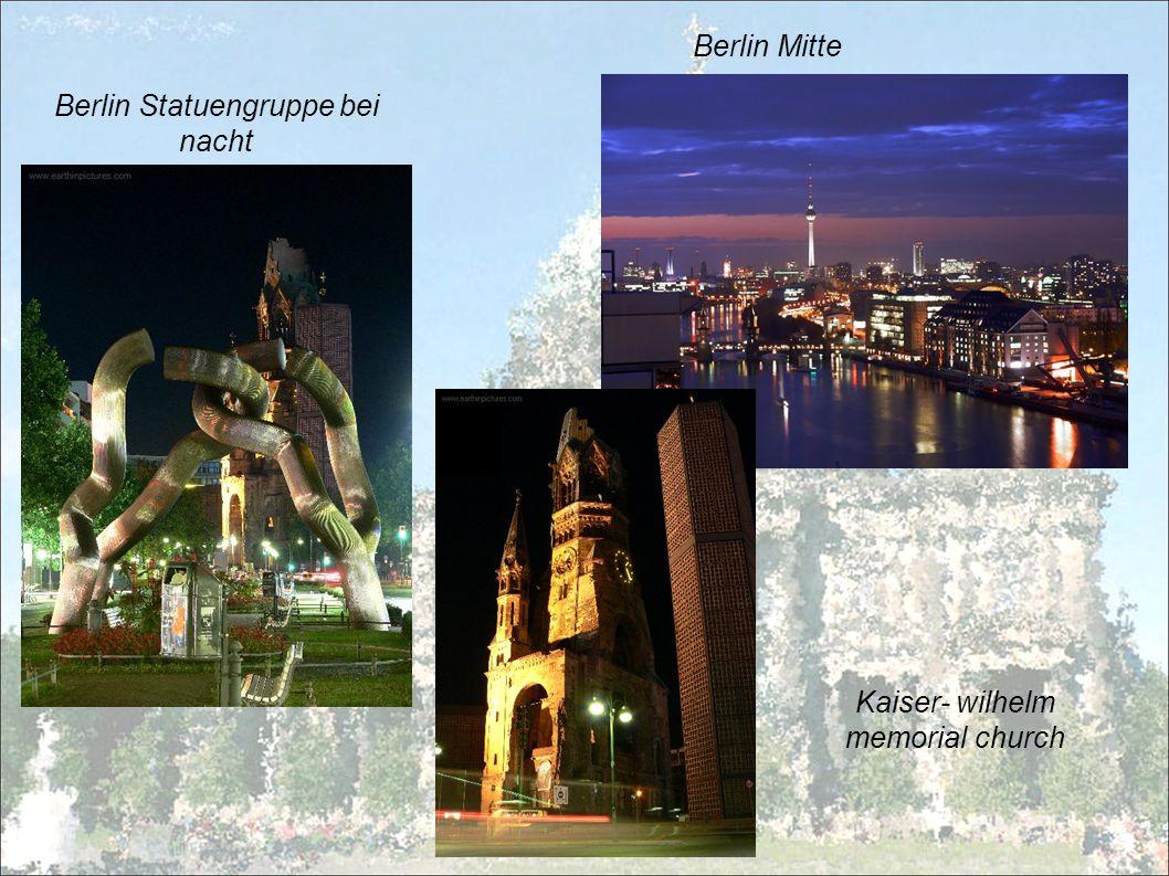Berlin Statuengruppe bei nacht