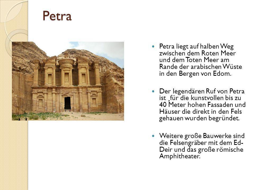 Petra Petra liegt auf halben Weg zwischen dem Roten Meer und dem Toten Meer am Rande der arabischen Wüste in den Bergen von Edom.