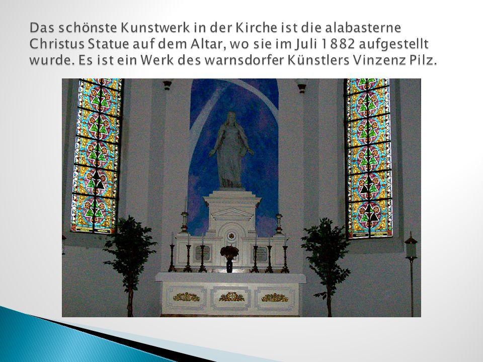 Das schönste Kunstwerk in der Kirche ist die alabasterne Christus Statue auf dem Altar, wo sie im Juli 1882 aufgestellt wurde.