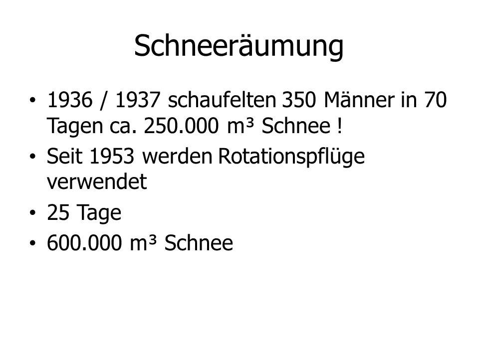 Schneeräumung 1936 / 1937 schaufelten 350 Männer in 70 Tagen ca. 250.000 m³ Schnee ! Seit 1953 werden Rotationspflüge verwendet.