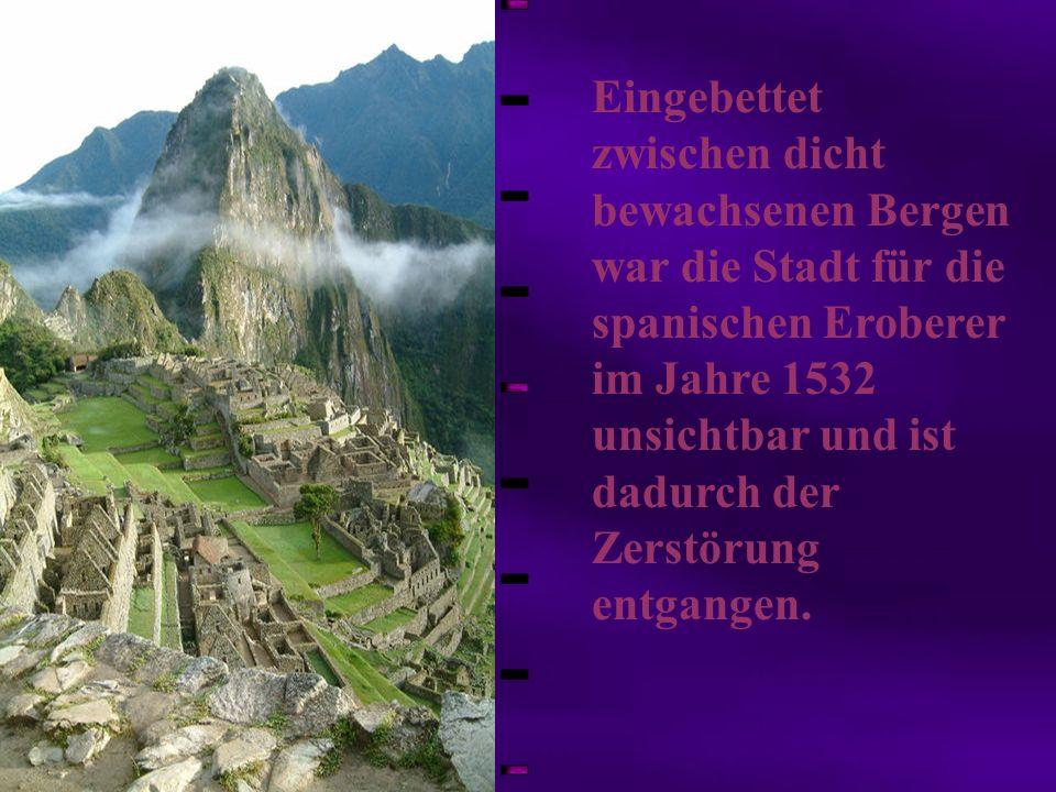 Eingebettet zwischen dicht bewachsenen Bergen war die Stadt für die spanischen Eroberer im Jahre 1532 unsichtbar und ist dadurch der Zerstörung entgangen.