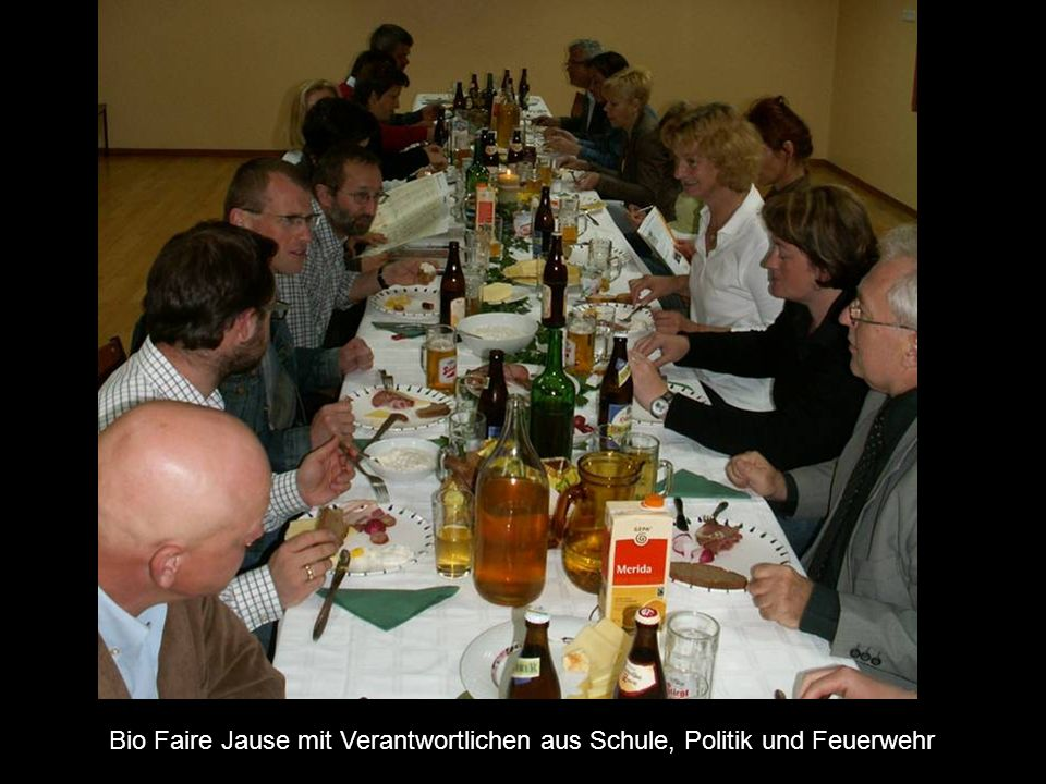 Bio Faire Jause mit Verantwortlichen aus Schule, Politik und Feuerwehr