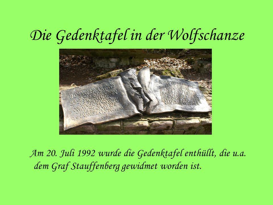 Die Gedenktafel in der Wolfschanze