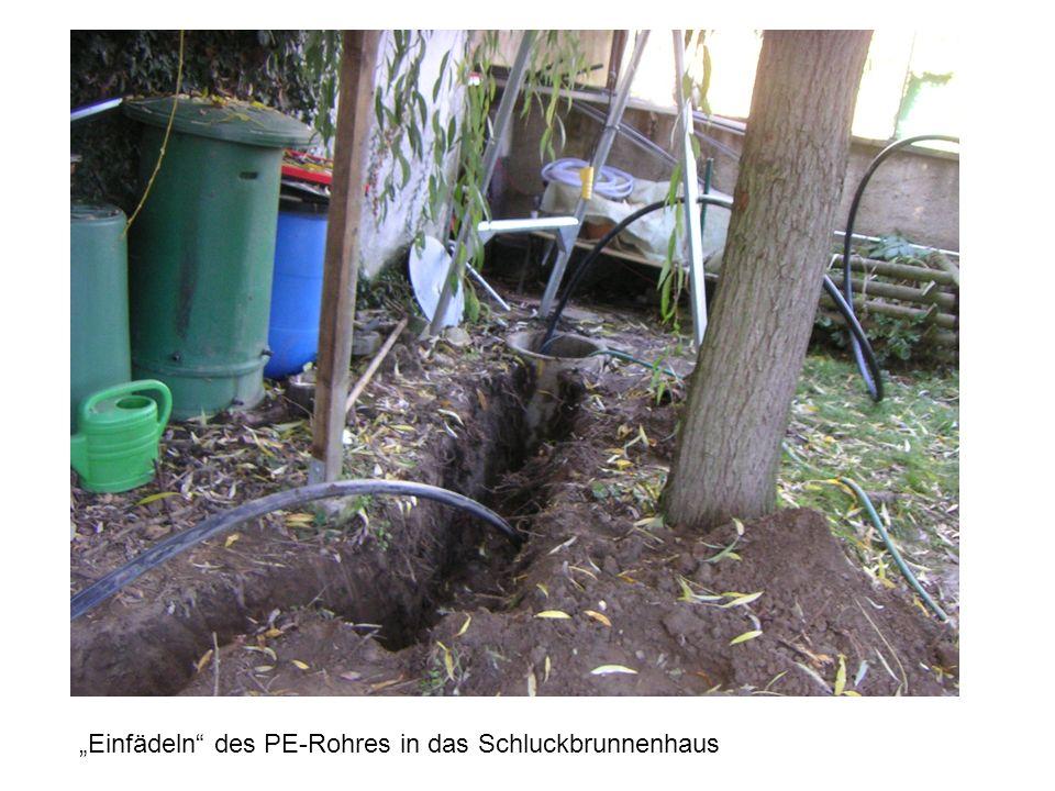 """""""Einfädeln des PE-Rohres in das Schluckbrunnenhaus"""