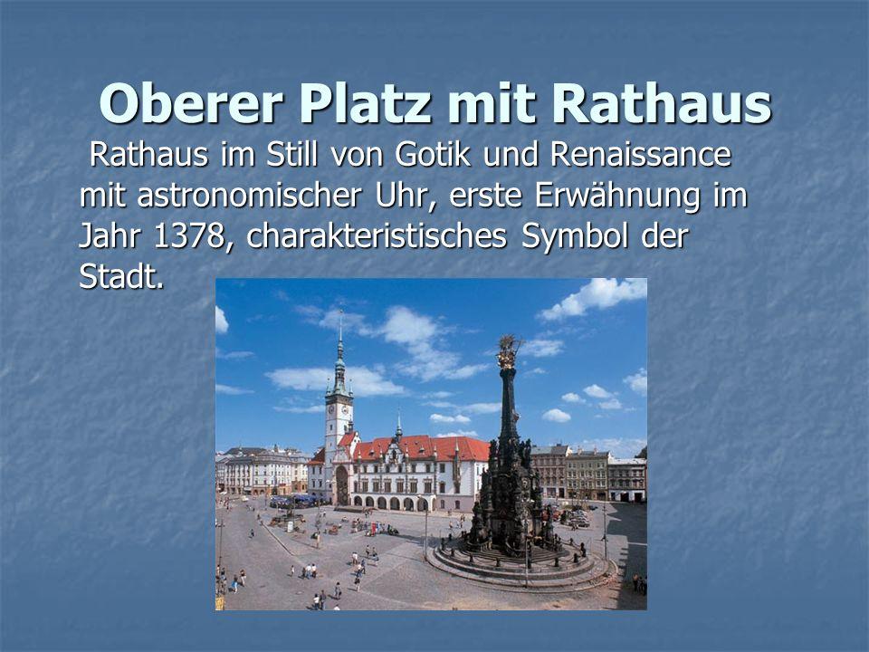 Oberer Platz mit Rathaus