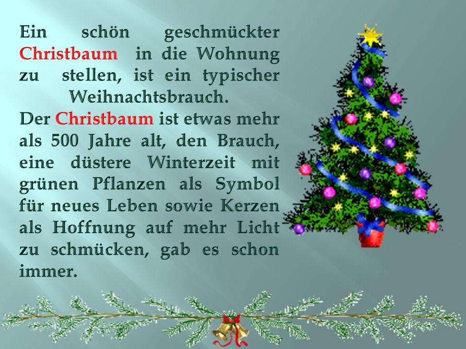 Ein schön geschmückter Christbaum in die Wohnung zu stellen, ist ein typischer Weihnachtsbrauch.