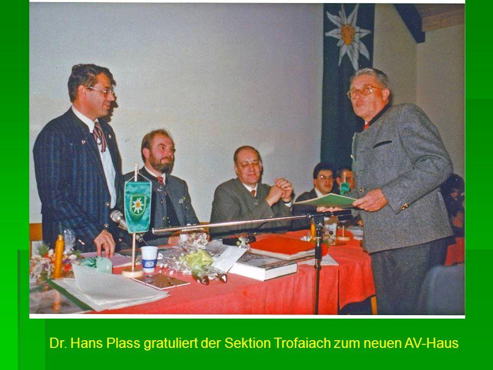Dr. Hans Plass gratuliert der Sektion Trofaiach zum neuen AV-Haus