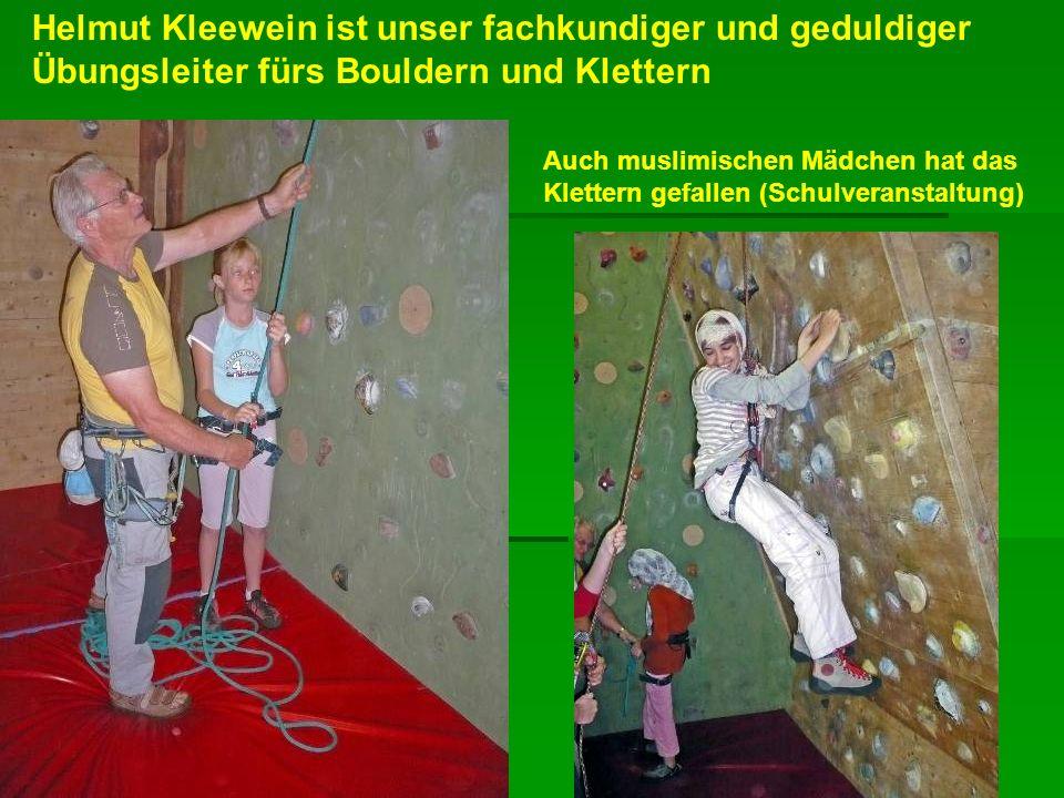 Helmut Kleewein ist unser fachkundiger und geduldiger Übungsleiter fürs Bouldern und Klettern